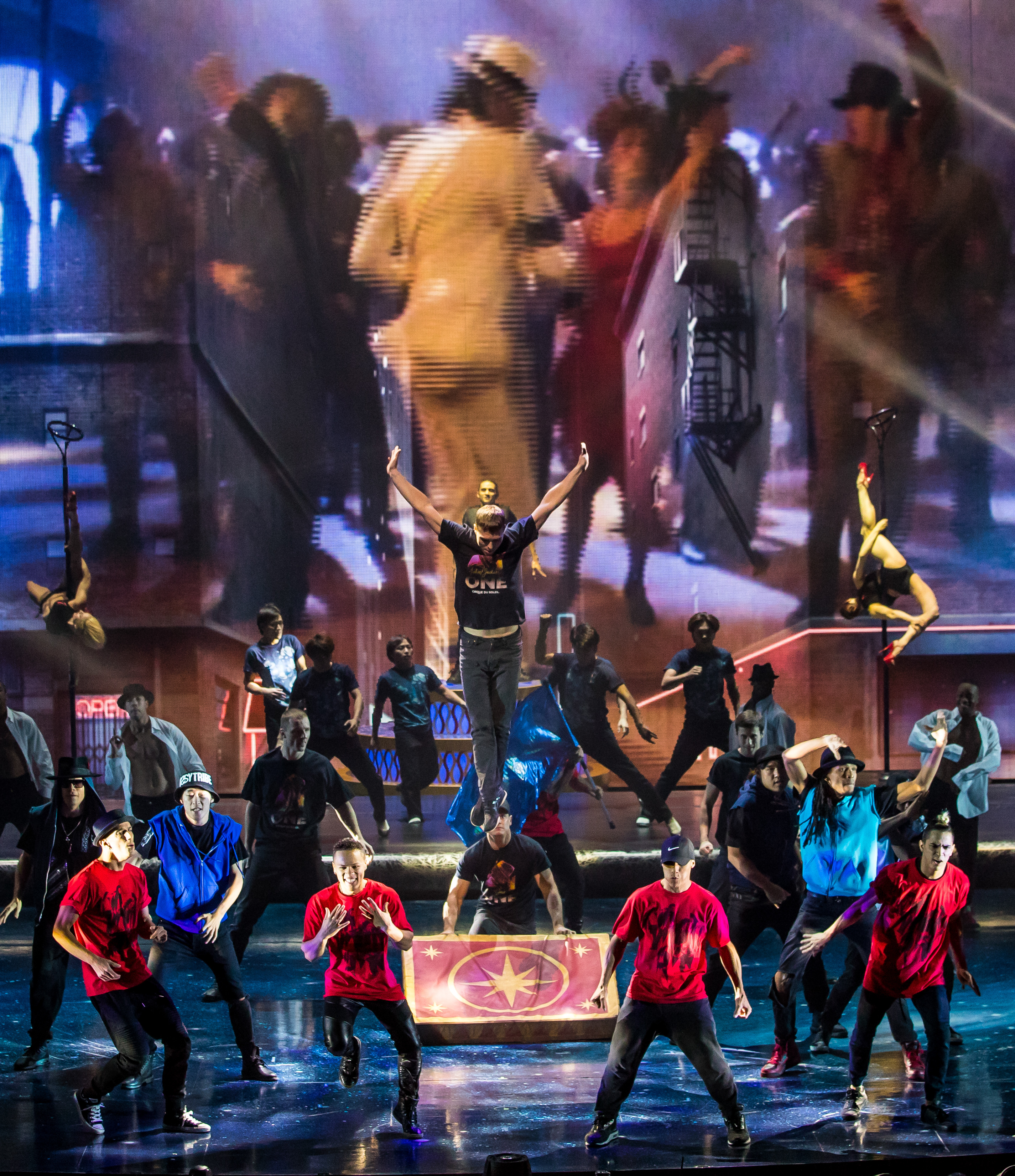 Michael Jackson's Estate and Cirque du Soleil Celebrated the King of Pop's Birthday in Vegas With Style news