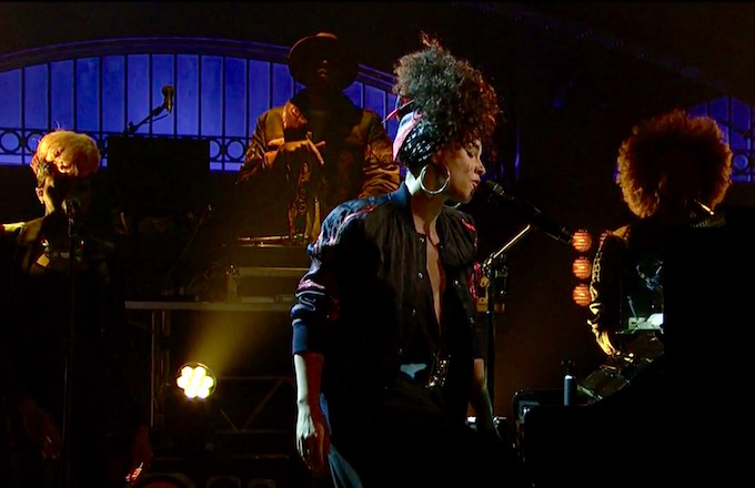 Alicia Keys Performs In Common and Hallelujah on SNL [VIDEO] news