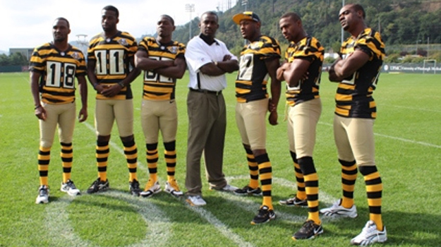 on sale 7e395 a15e3 Woofa, those Steelers uniforms are b'fugly! - The Café ...