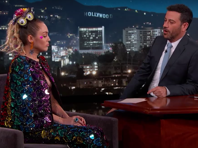 Jimmy Kimmel Unable to Do His Job When Faced With Miley Cyrus' Nipple Pasties