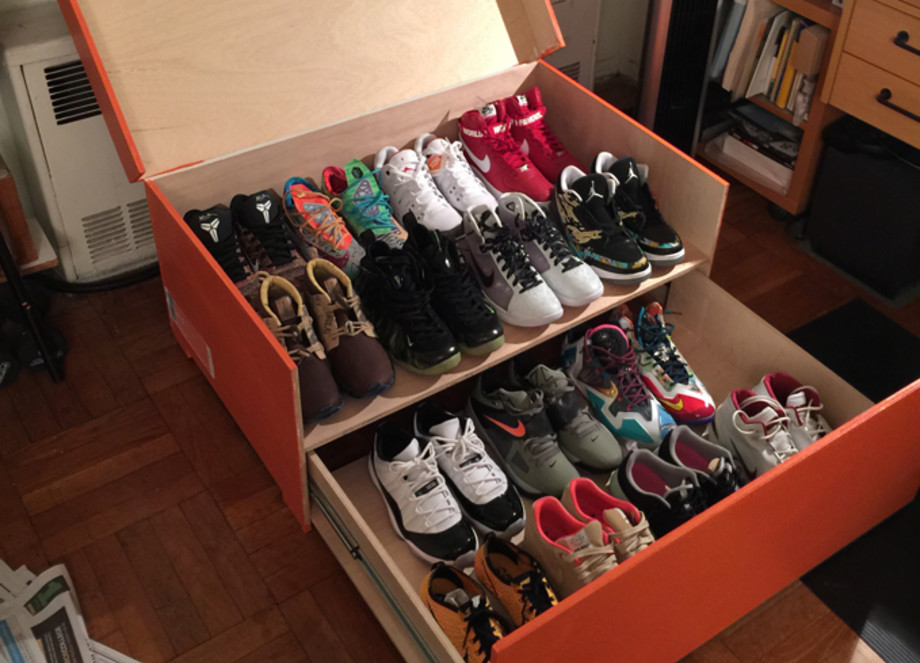 Otoño Amplificar nadar  Store Your Sneakers in This Gigantic Nike Shoe Box | Complex