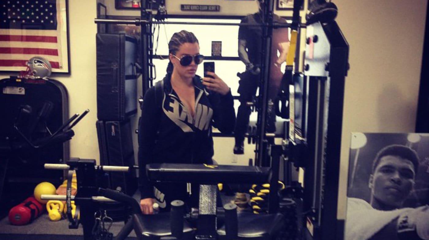 Khloe gym selfie