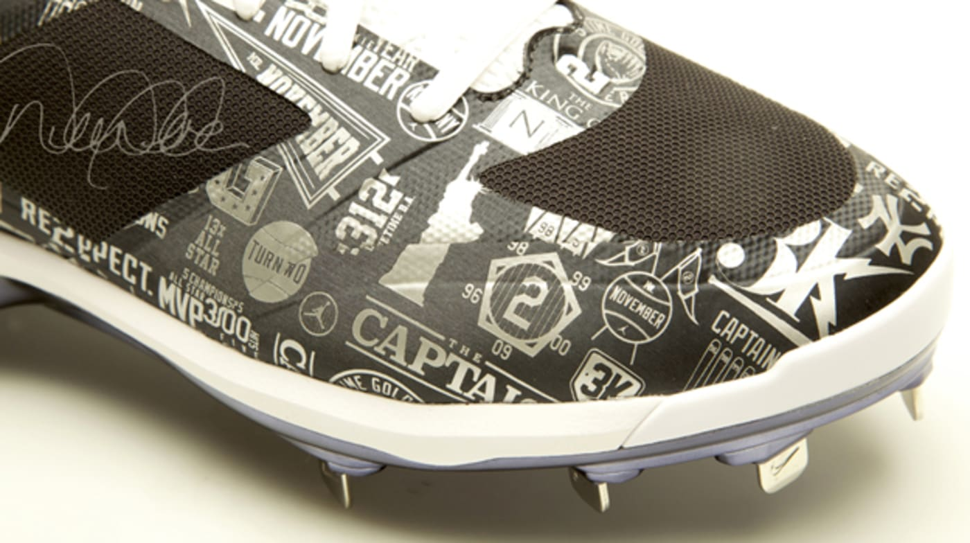 jeter auction cleat yankeeslead