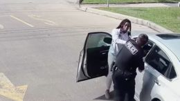 Social worker Earledreka White calls 911 during traffic stop, gets arrested.