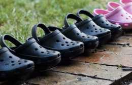 crocs_running