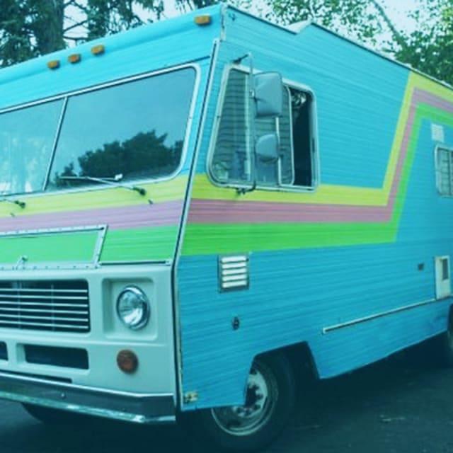 "Dallas Craigslist Car: 1986 Oldsmobile Cutlass ""Donk"""