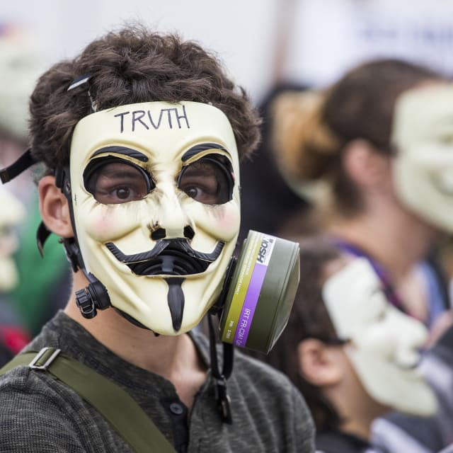 isis calls anonymous idiots response hacker groups declaration total