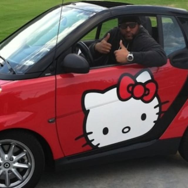 Check Out This Ridiculous Photo Of An NFL Defensive Tackle