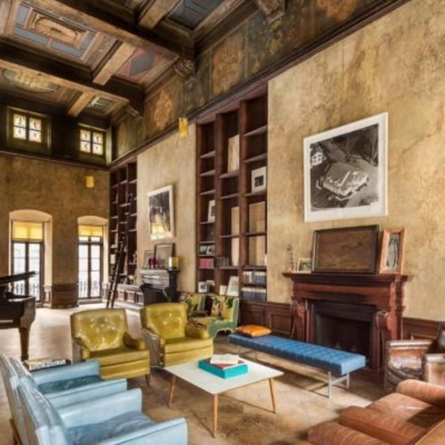 mary kate olsen lives in an incredibly nice apartment