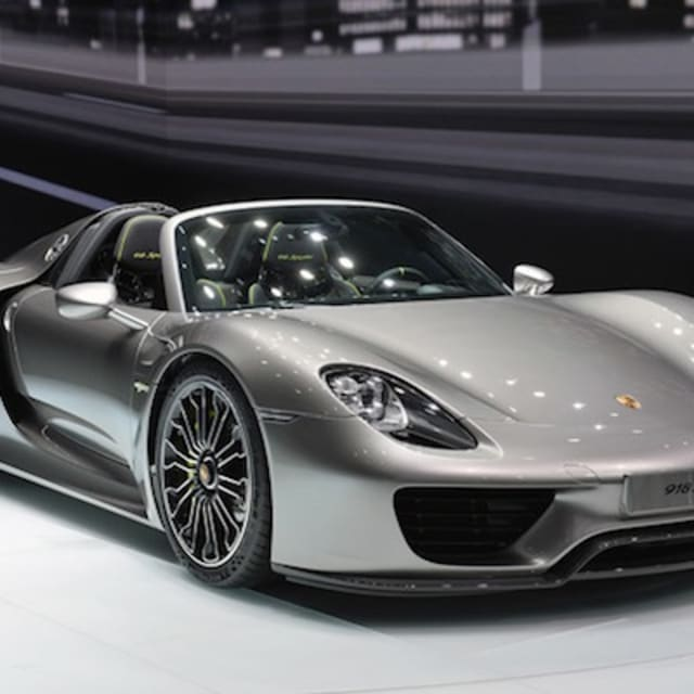the newly debuted porsche 918 spyder is already a record breaker at n rburgring video complex. Black Bedroom Furniture Sets. Home Design Ideas