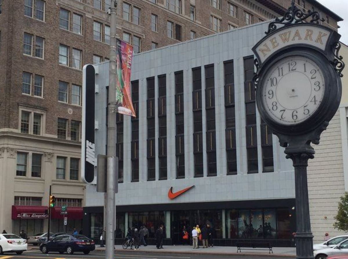 Outlets In Nj >> Nike Factory Outlet in Newark, New Jersey | Complex