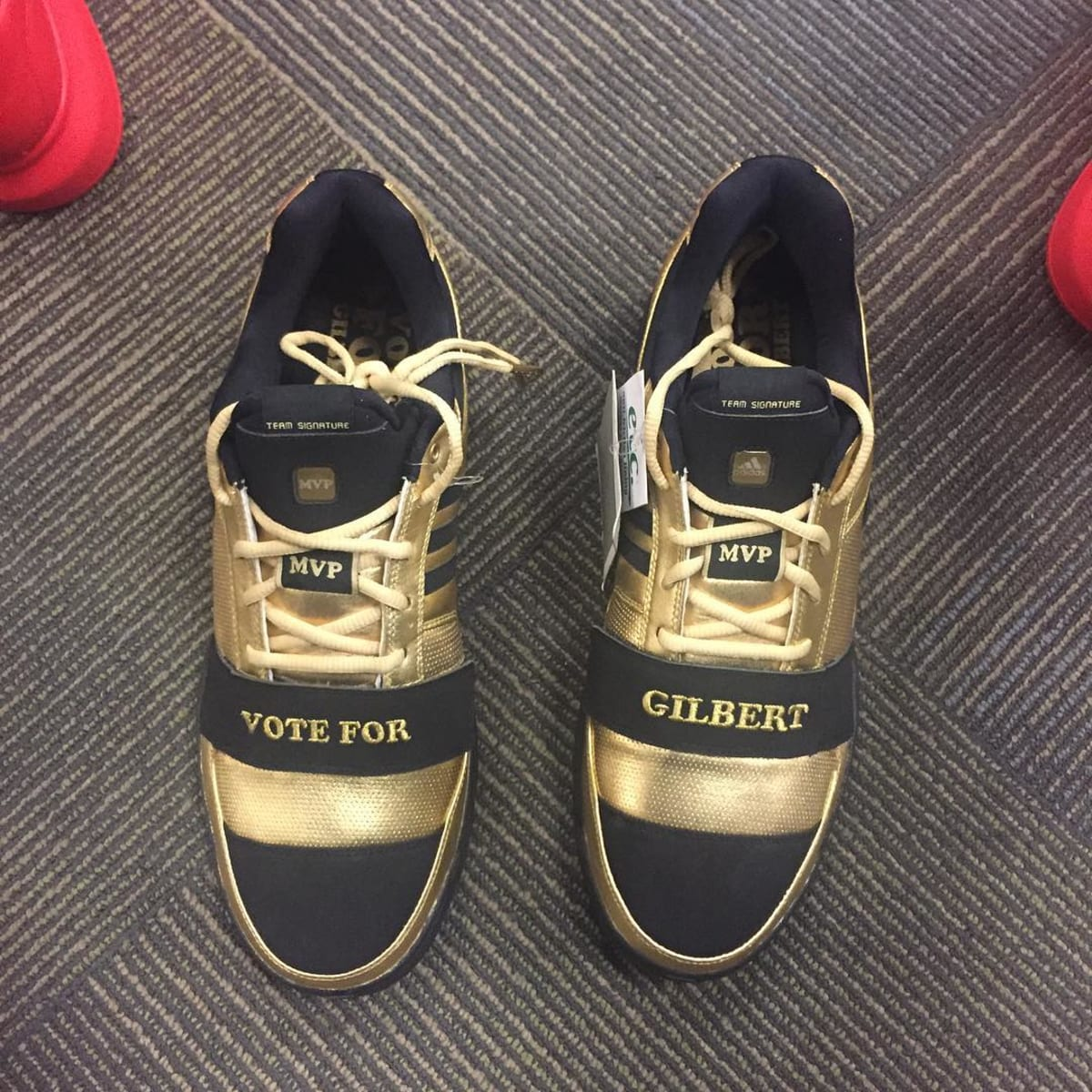3c74b5d37f6f Nick Young Wore Gilbert Arenas  Old Sneakers Last Night