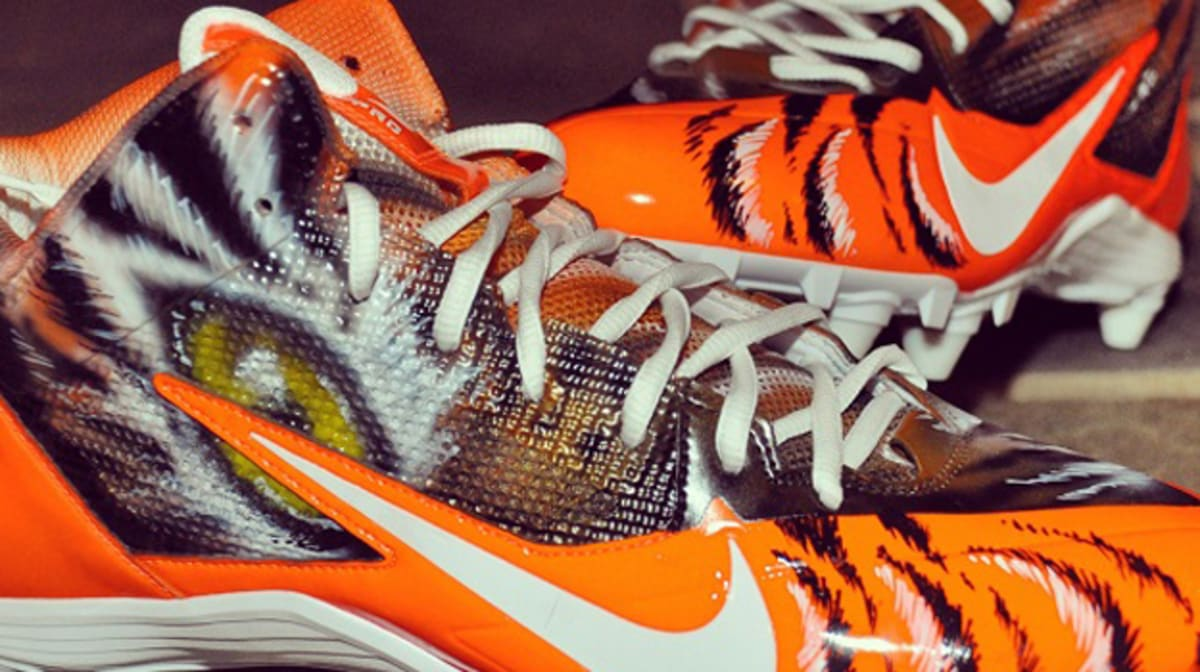 ... Alpha Bengal WhoDey Custom Cleats By Dez Customs For Mohamed Sanu A.J.  Green Gets Custom Nike ... 08d265edb