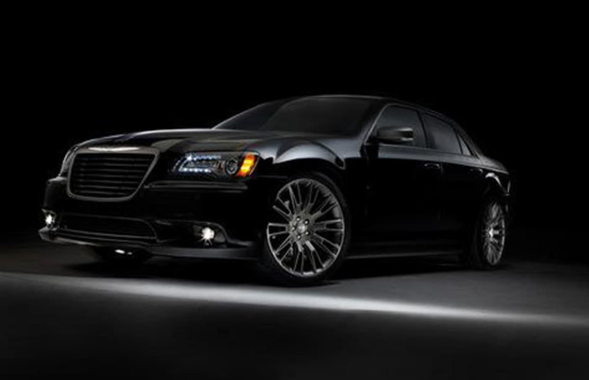 The 2013 chrysler 300c john varvatos limited edition complex for Chrysler 300c