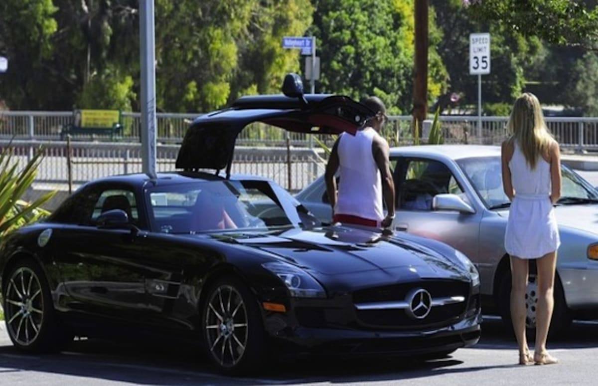 Eddie murphy spotted getting out of his mercedes benz sls Celebrity motors