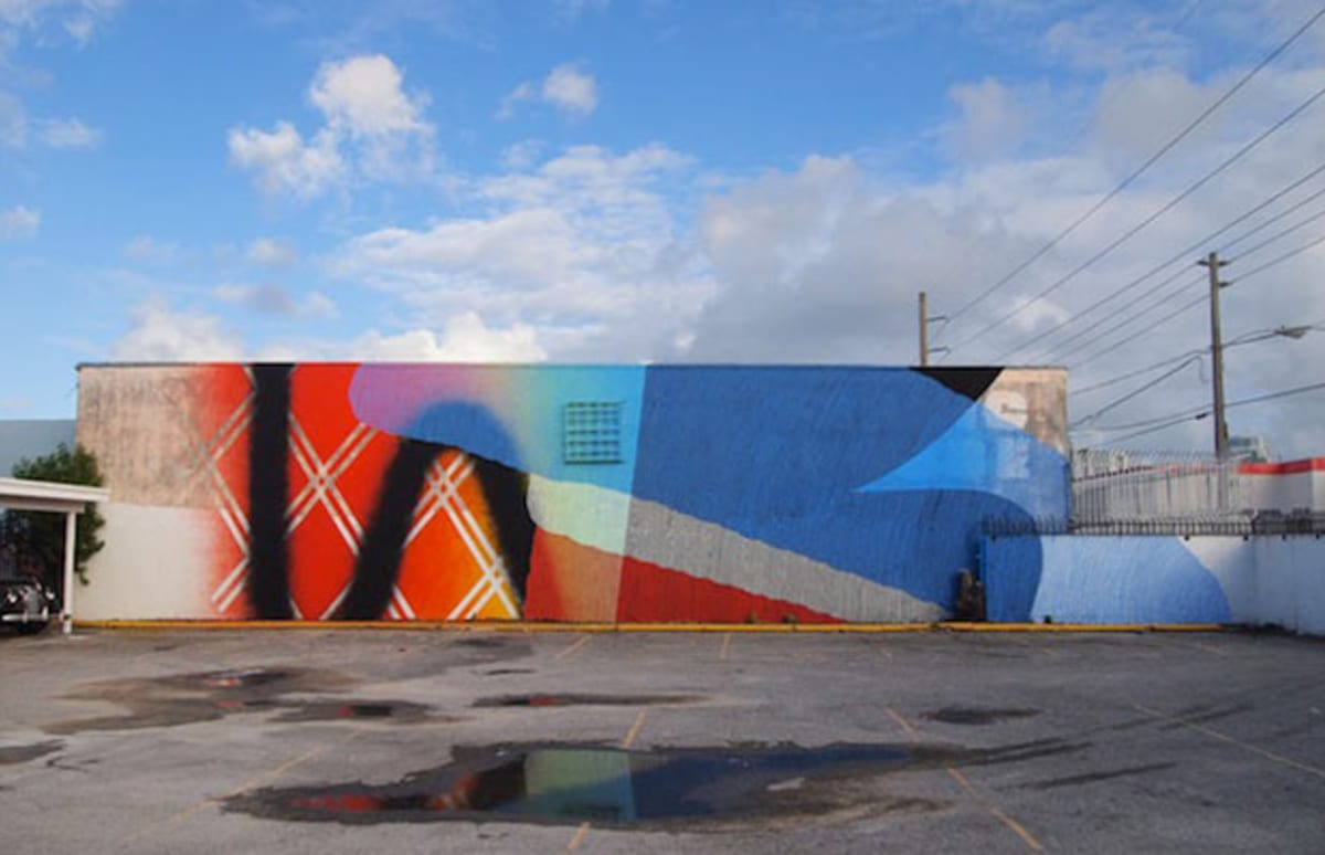Momo paints brilliant abstract mural in miami complex for Lil yachty mural