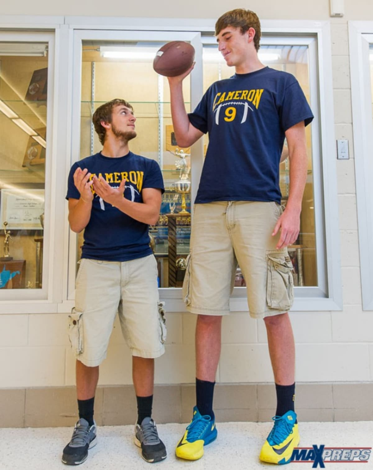 this 6 foot 11 teenager is the tallest quarterback ever complex. Black Bedroom Furniture Sets. Home Design Ideas