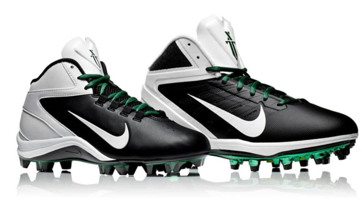 The Coolest Custom Football Cleats of the Past 5 Years  aa8e5c425120