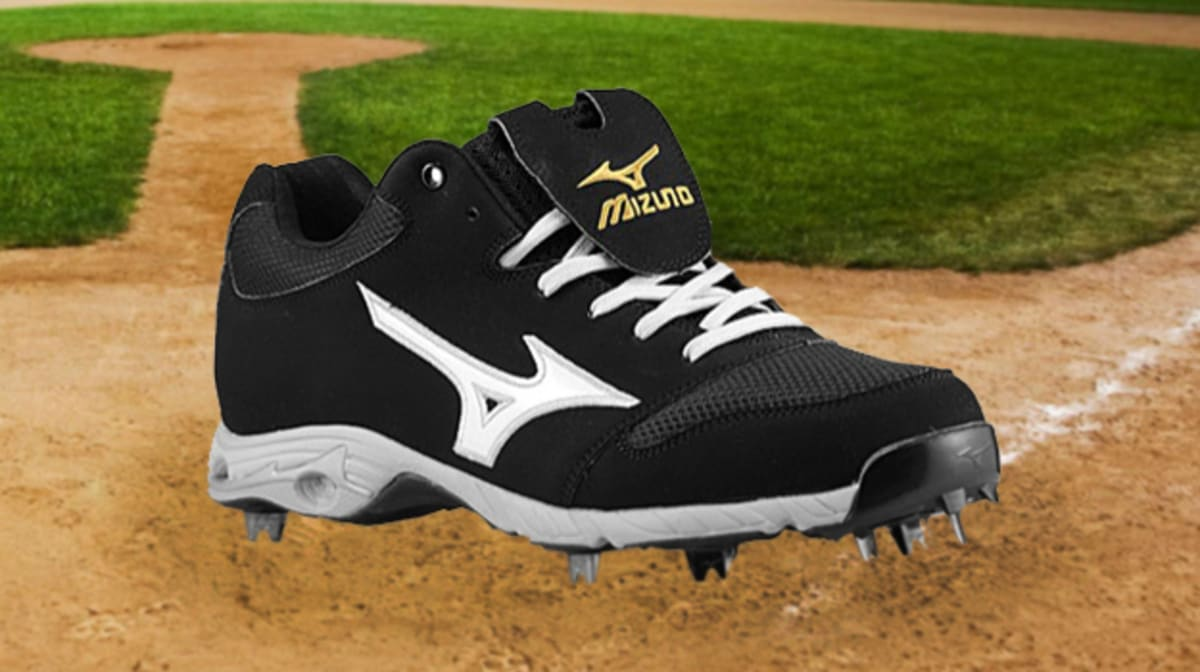 Breaking Down The 10 Best Baseball Cleats This Season