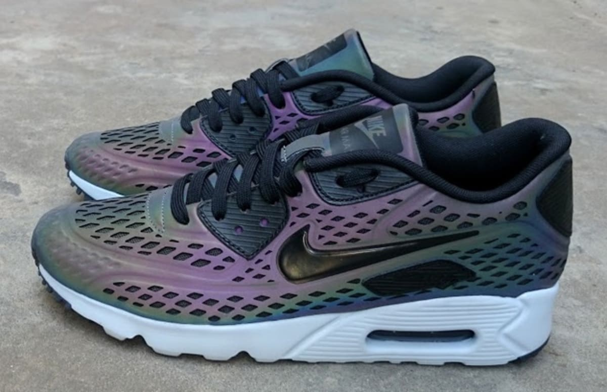 nike air max 90 qs holographic projector