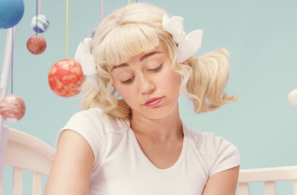 Watch Miley Cyrus And The Flaming Lips Video For Quot Bb Talk