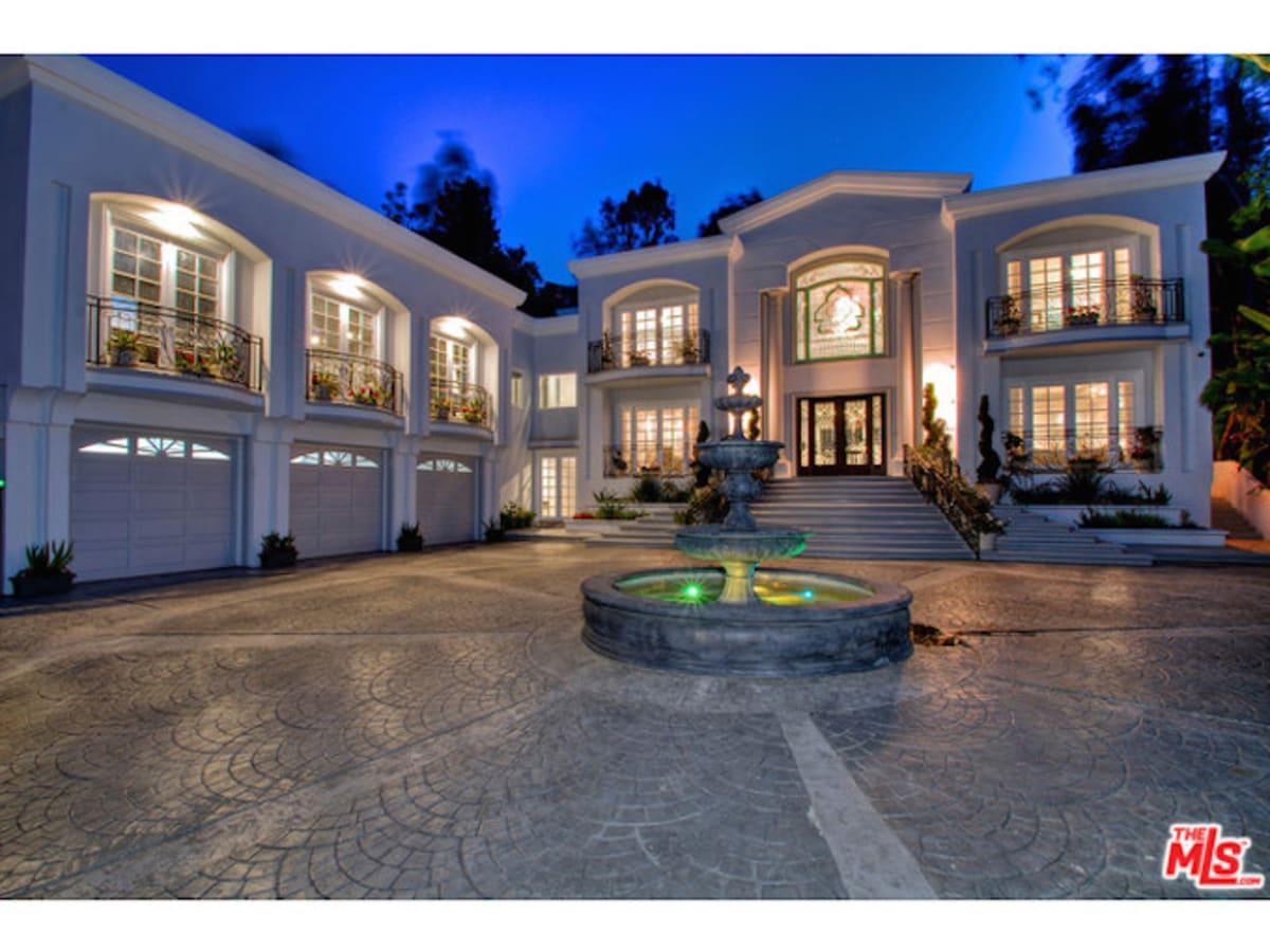 Manny pacquiao wants to buy jennifer lopez 39 s 12 5 million for Buy house beverly hills