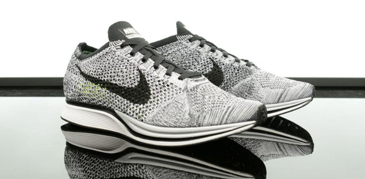 nike flyknit racer oreo 1 0 foot locker restock complex. Black Bedroom Furniture Sets. Home Design Ideas