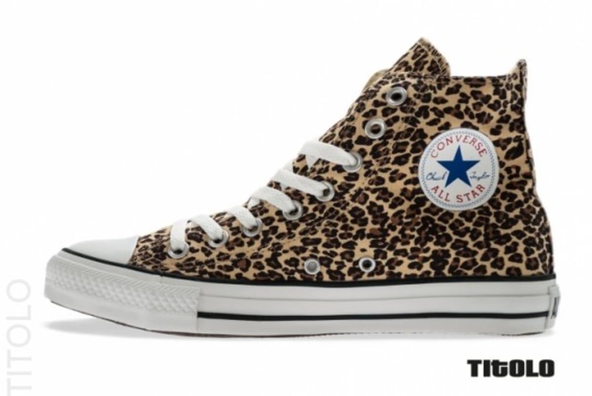 converse leopard