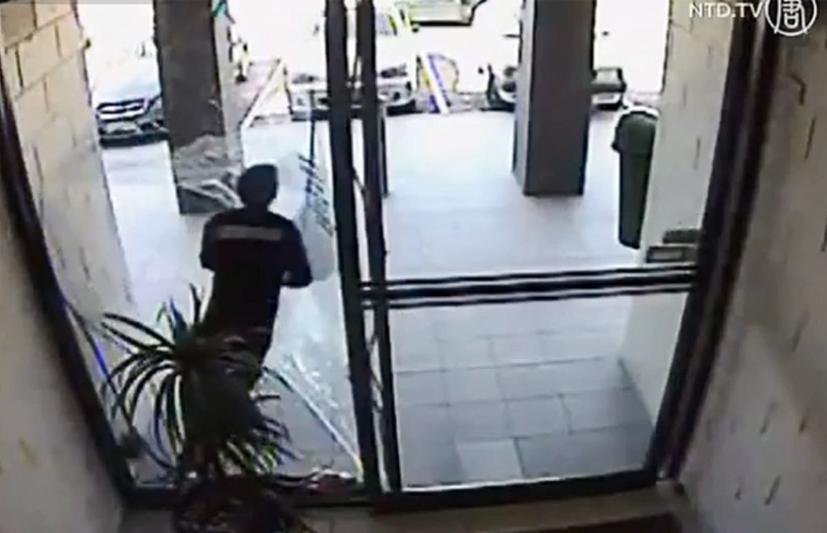 Stupid Thief Runs Into Glass Door Gets Knocked Out And
