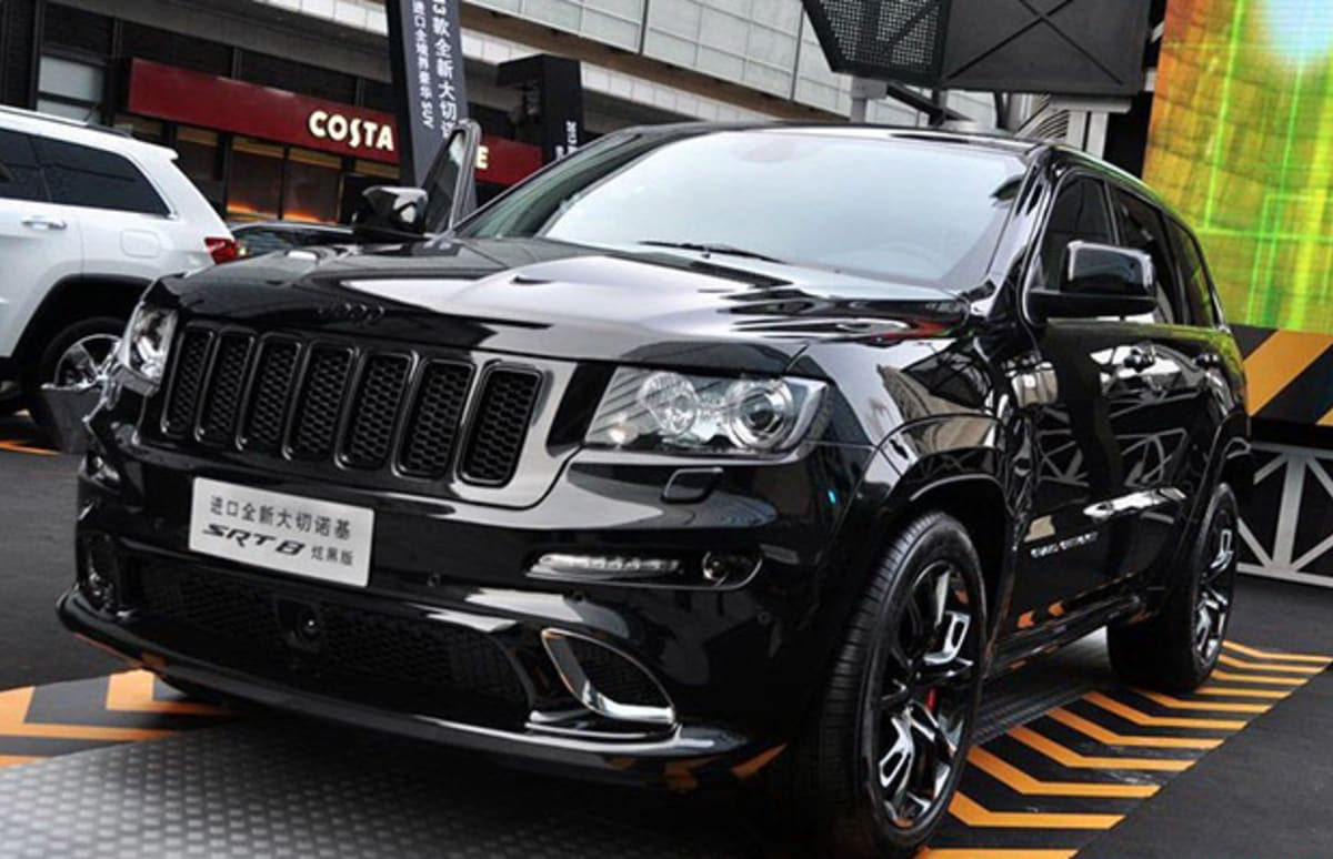the jeep grand cherokee srt8 hyun black edition comes out to play complex. Black Bedroom Furniture Sets. Home Design Ideas