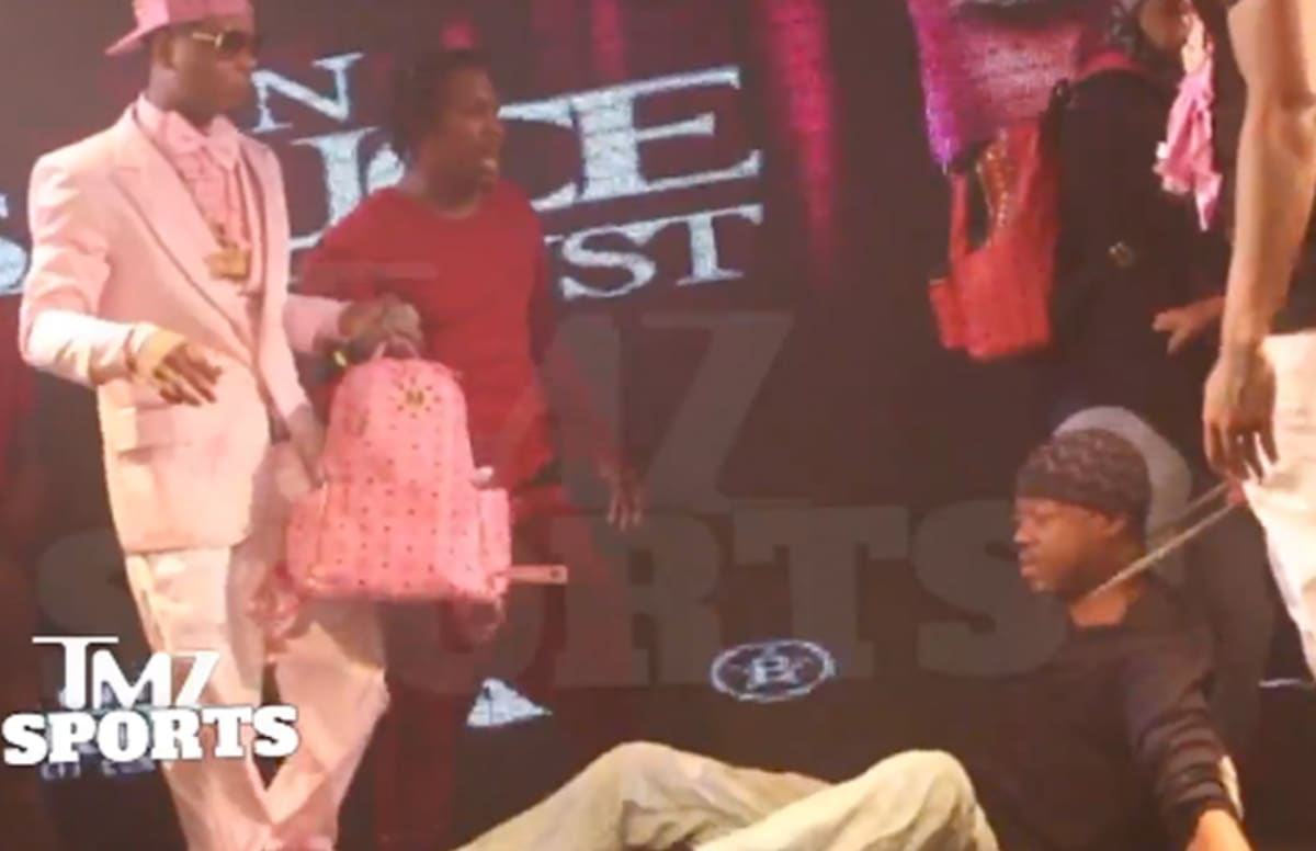 Steve Francis Chain Snatched While on Stage in Houston
