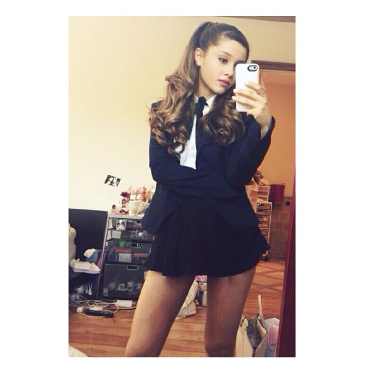 Ariana Grande Clarifies Whats Actually on the Floor In