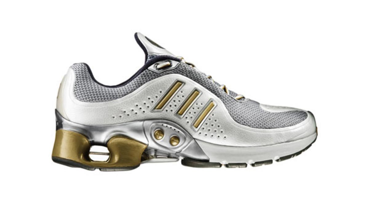 new product 286ad 9f9d2 10 Running Shoes From the 2000s that Deserve a Retro   Complex
