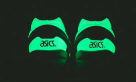 Asics_Gel_Kayano_Black_Blue_Glow_in_the_darkback