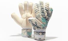 Puma evoPower Camo Goalkeeper Gloves_2
