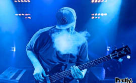 pretty-lights-blue-guitar