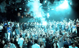 us-club-crowd-resized