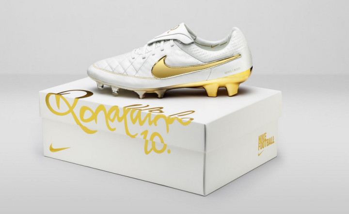 save off 77a65 1b5a4 Nike Are Re-Releasing Ronaldinho's Tiempo Legend 10 Years ...