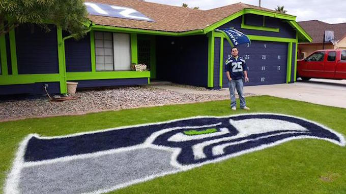 This Seattle Seahawks Superfan Really Painted His Entire