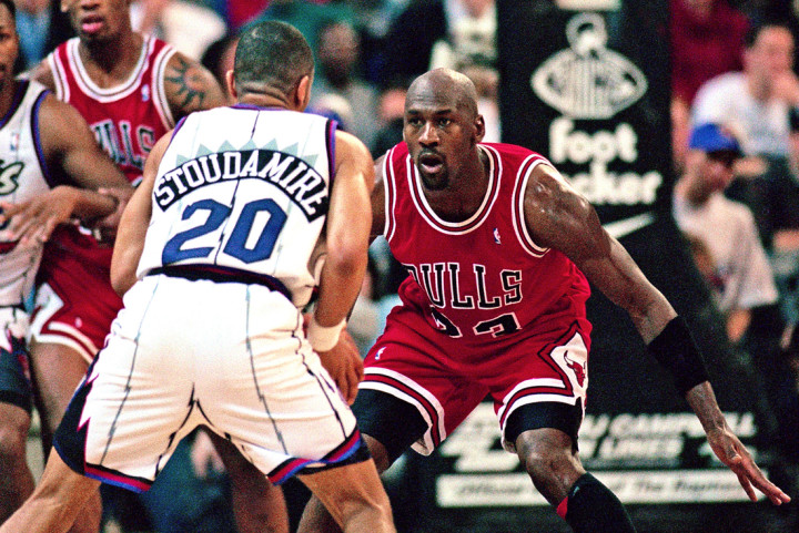 quality design d04be 15e36 Damon Stoudamire goes at Michael Jordan in 1996. Image via Ron  Turenne NBAE Getty Images