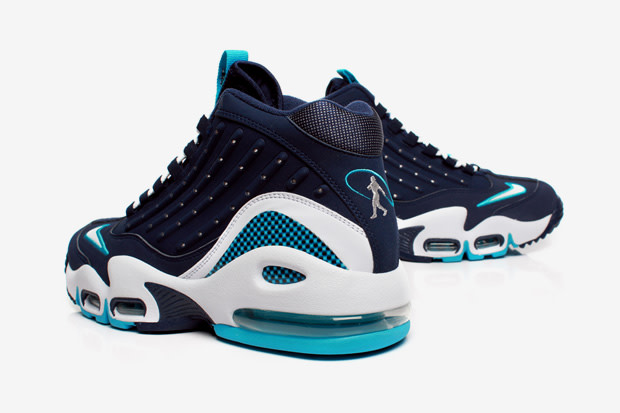 03e64f8b19 Ken Griffey Jr. had arguably the prettiest swing of all time, and his  sneakers seem to be following suit. A new colorway of the Air Griffey Max II  has been ...