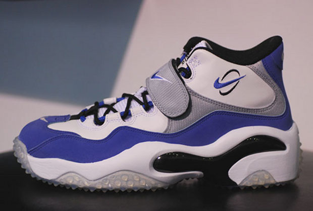 4b35aaf1fb The 90 Greatest Sneakers of the '90s | Complex
