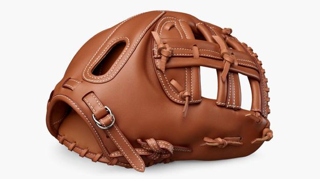 hermes_14k_baseball_glove_01