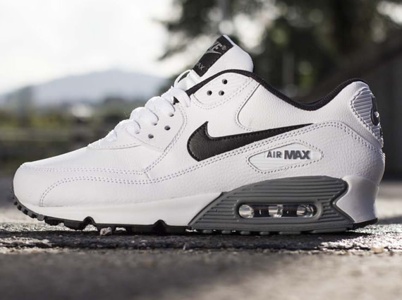 huge selection of 7ddb3 80143 Nike Air Max 90 Essential