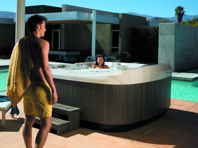 The 30 Coolest Hot Tubs | Complex