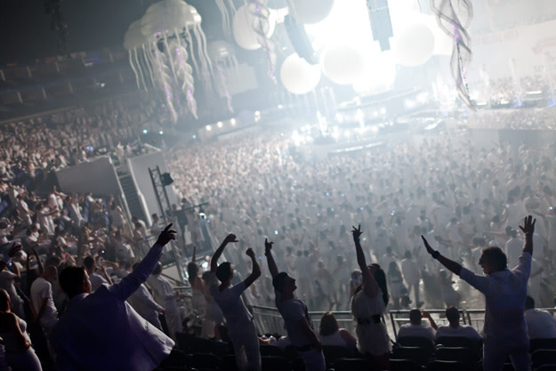 sensation-white-crowd