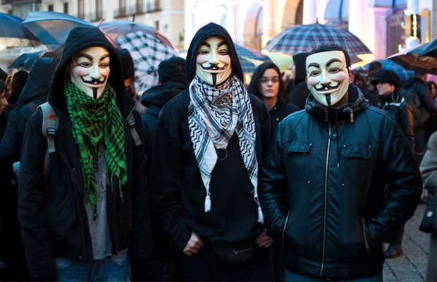 Hacktivist Group Anonymous Leak 28,000 PayPal Passwords
