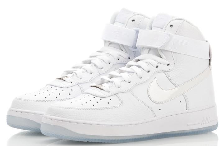 ffbb702f97 8 Signs You're a Basic Sneakerhead Bro   Complex