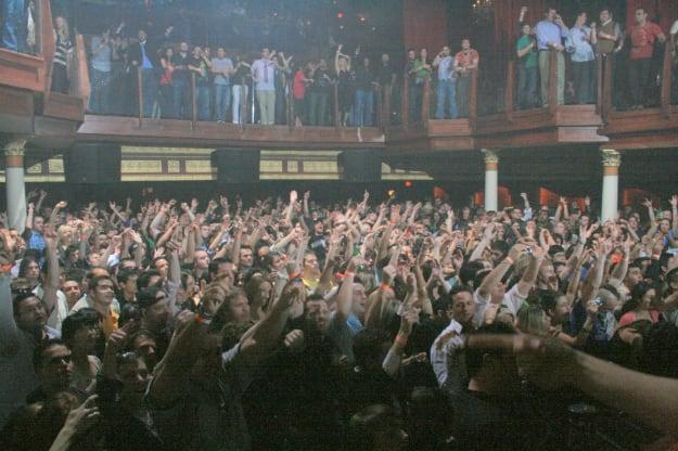 hands-crowd-rave