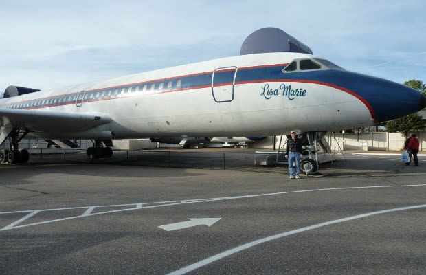Elvis Presley - 10 Outrageous Celebrity-Owned Private Jets ...